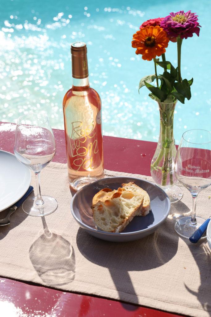 Rosé du Longa bord de piscine